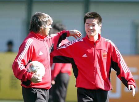 中国足球队老队服_2018世界杯中国足球队官方